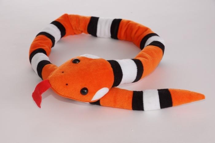 Plüsch Schlange orange-weiß-schwarz gemustert ca 115 cm