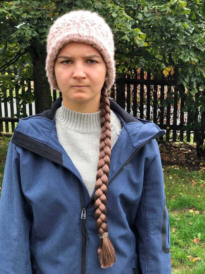 GRETA ein Zopf braun am elastischen Haarband