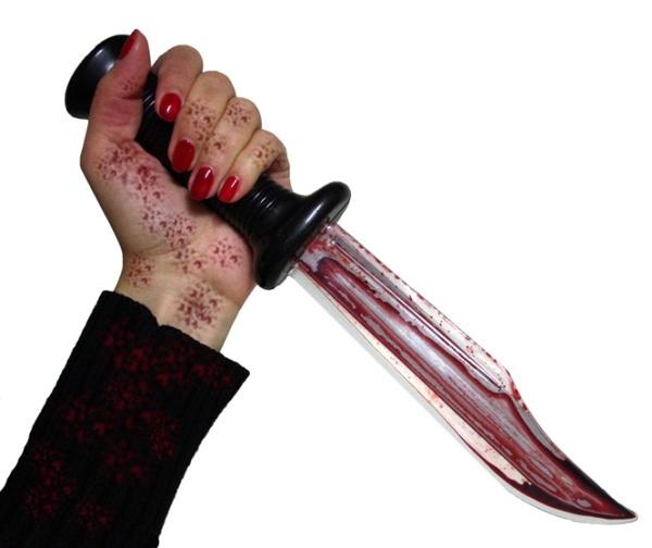 Messer blutig mit Flüssigkeit in der Klinge - ca 33cm