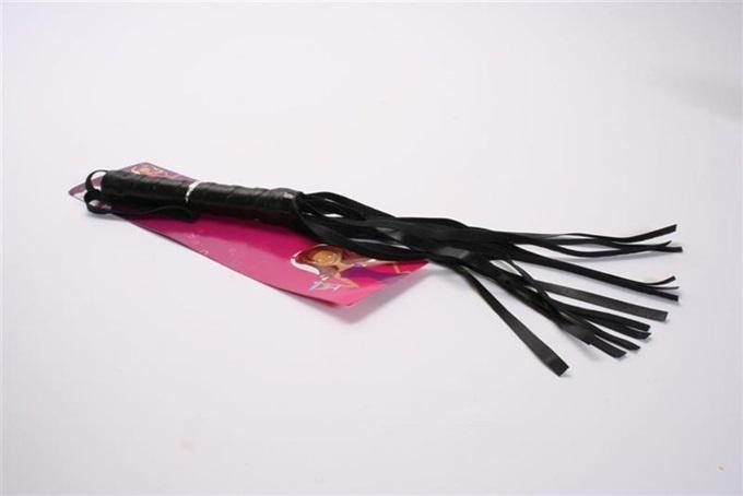 Peitsche - schwarze Peitsche ca 41cm an Karte- ca 55,5x2,5cm