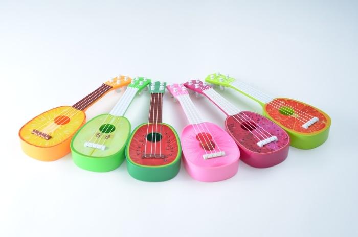 Gitarre Obstmotive mit 4 Saiten sortiert