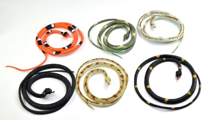 Schlange Gummischlange 6 farbig sortiert, ca 100cm