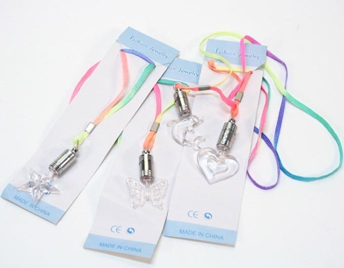 Halskette mit  Licht -4fach sortiert ca. 6 cm