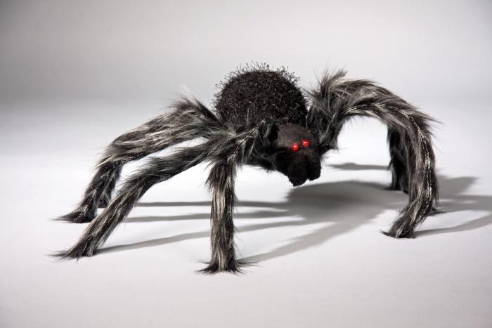haarige Spinne mit Farbwechsel, (ohne Batterien)