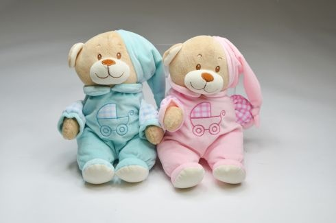 Bär mit Schlafanzug und Stickerei ca 32 cm