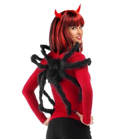schwarze Spinne mit Armschlaufen