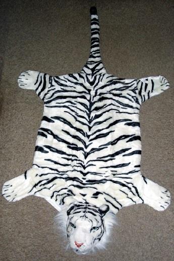Tigerfell  weiß  mit Kopf - ca 140 cm lang