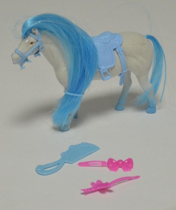 Pferd mit langer Mähne