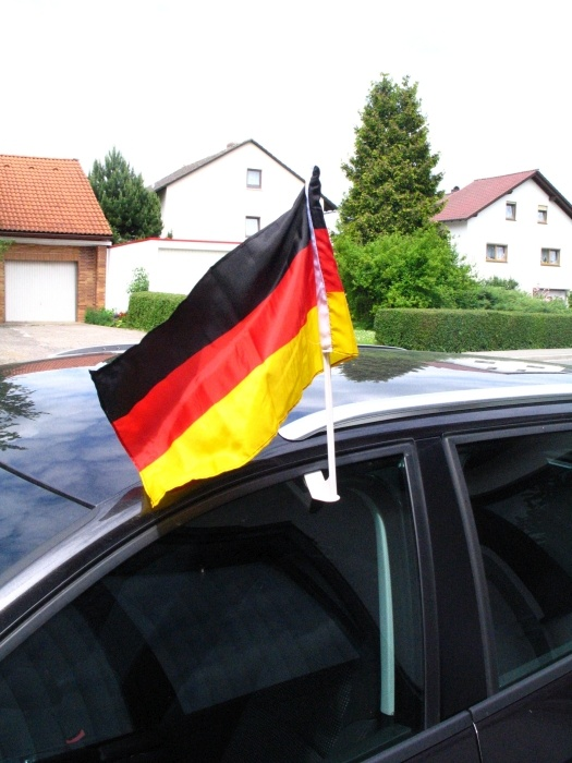 autofahnen deutschland auto flagge fahne fan artikel fussball wm em autoflagge ebay. Black Bedroom Furniture Sets. Home Design Ideas