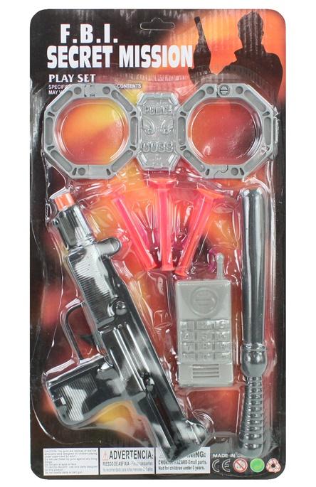Pistole mit Zubehör auf Karte ca 34x18,5cm