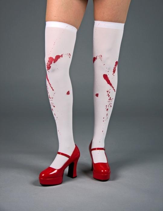 Überkniestrümpfe mit Blutflecken
