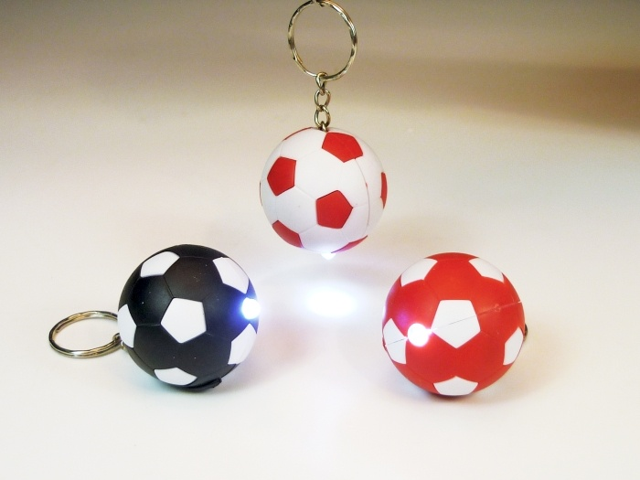Fußball  mit Licht an Schlüsselahänger farbig sort ca Ø 4 cm