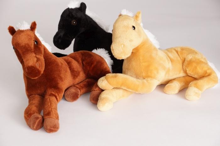Pferd liegend 3-farbig sortiert ca 32cm