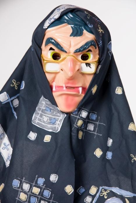 Hexenmaske mit Kopftuch